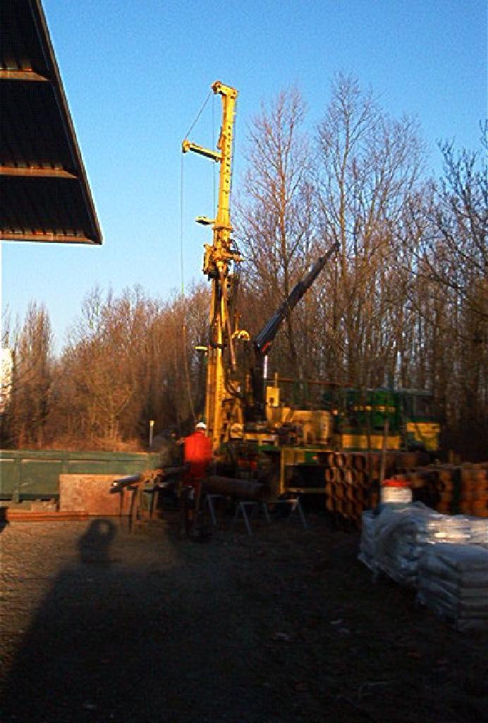 105w0395_drilling04.jpg