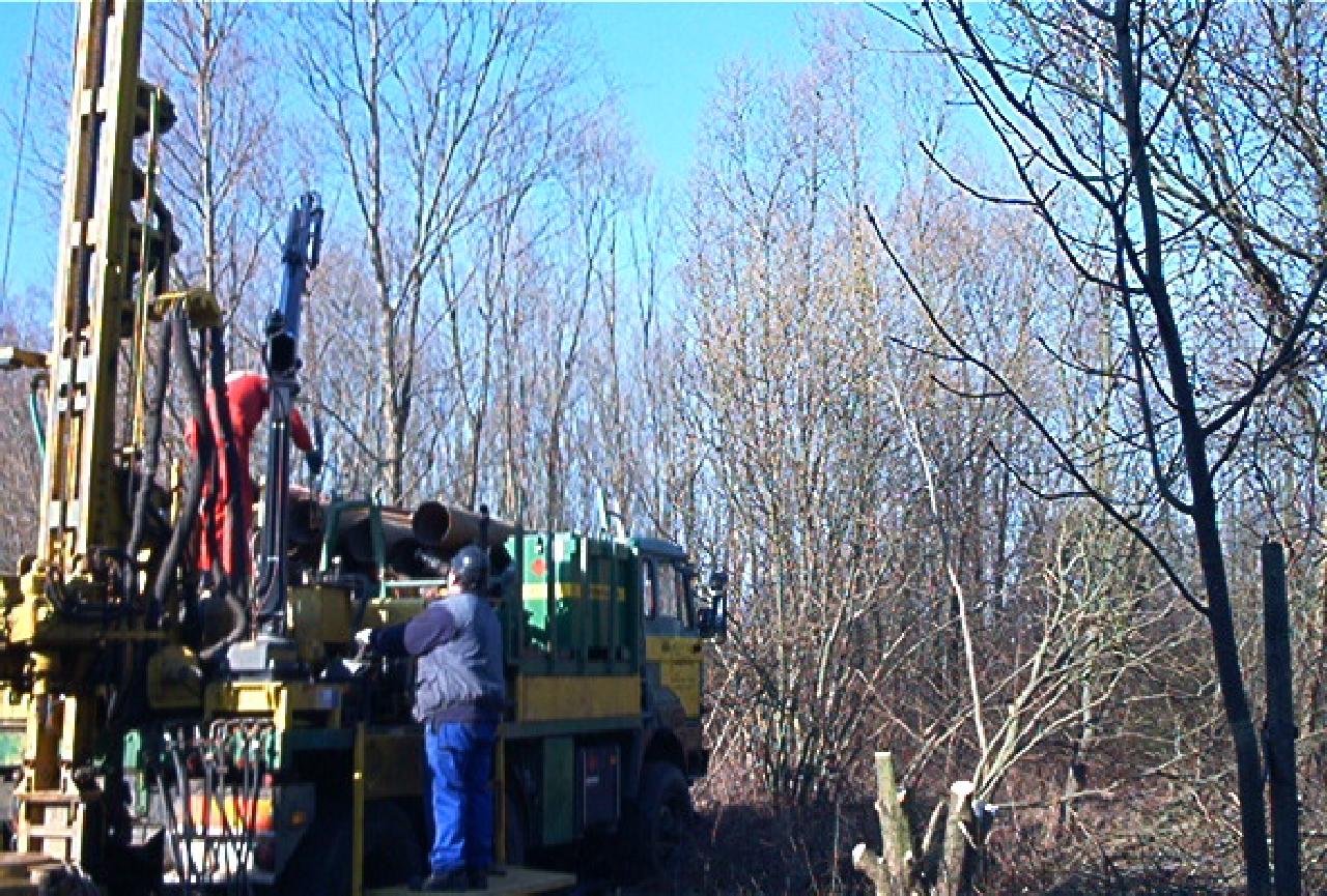 105w0395_setting-up-rig-03.jpg