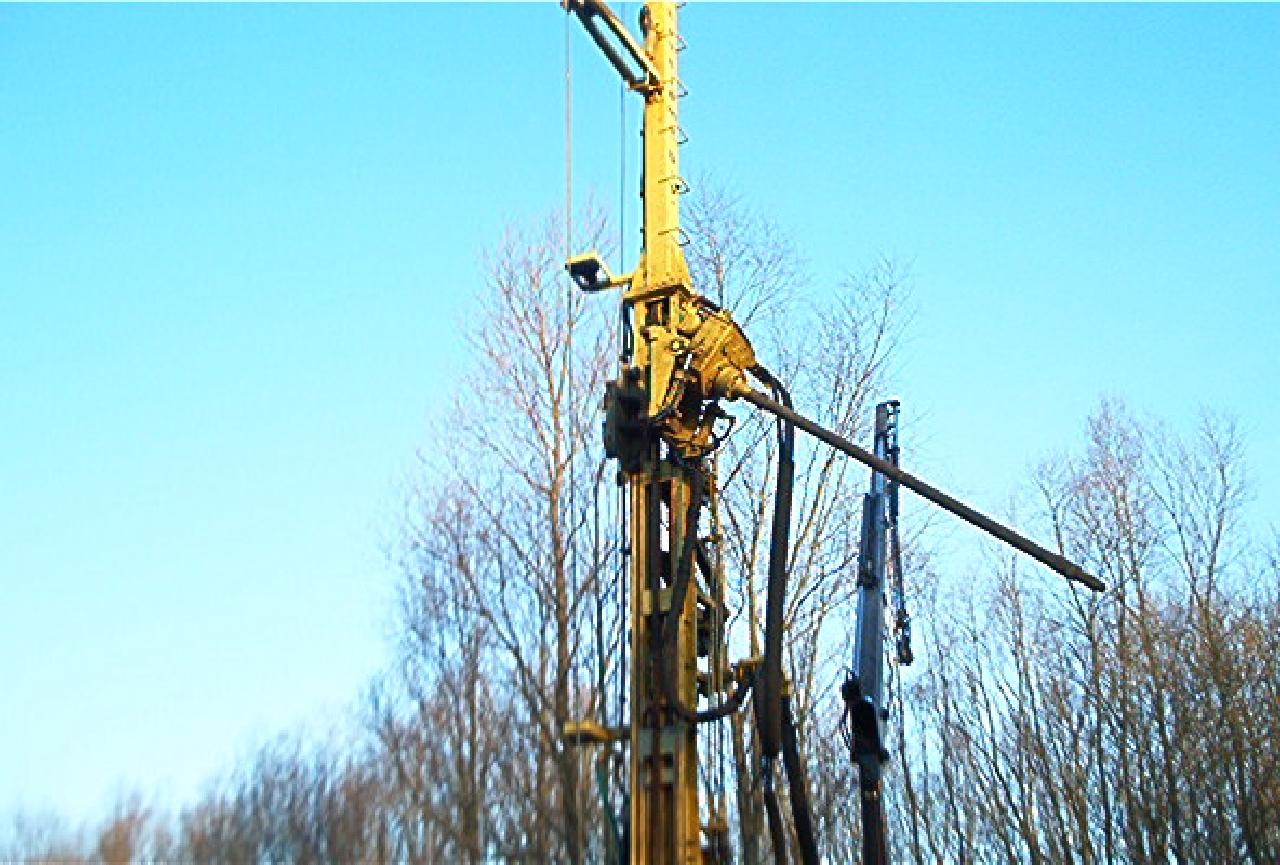 105w0395_setting-up-rig-05.jpg