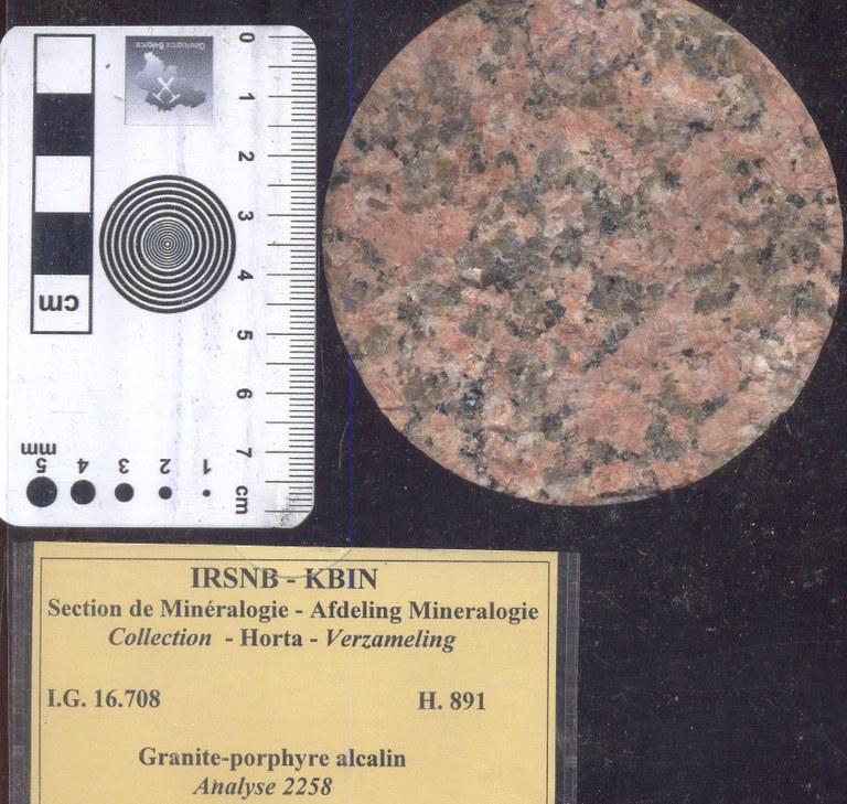 H891 alkali graniet porfier.jpg